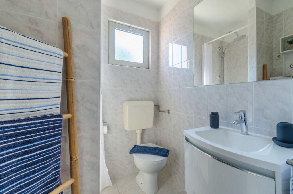 summeronkorcula apartment gariful bathroom 09 2020 pic 01 1024x678