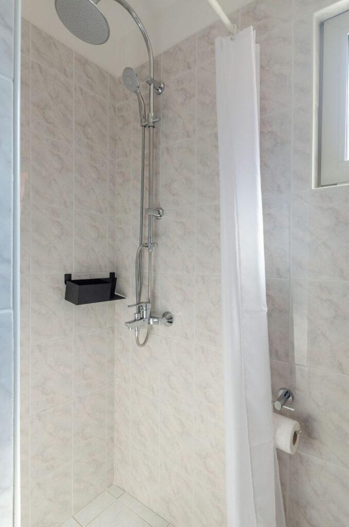 summeronkorcula apartment gariful bathroom 09 2020 pic 03 678x1024
