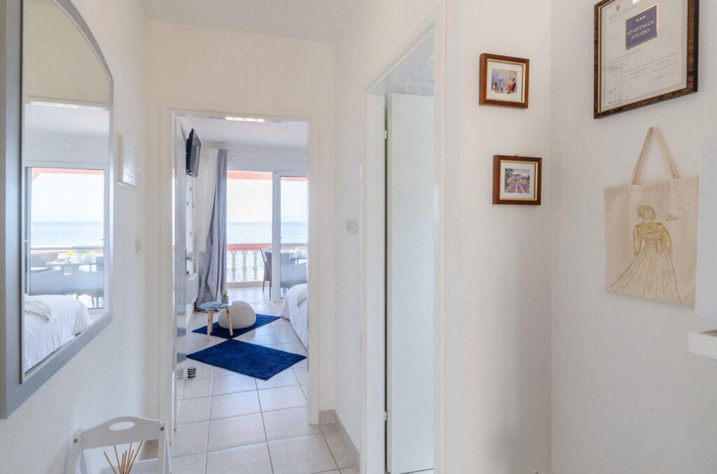 summeronkorcula apartment gariful hallway 09 2020 pic 01 1024x678