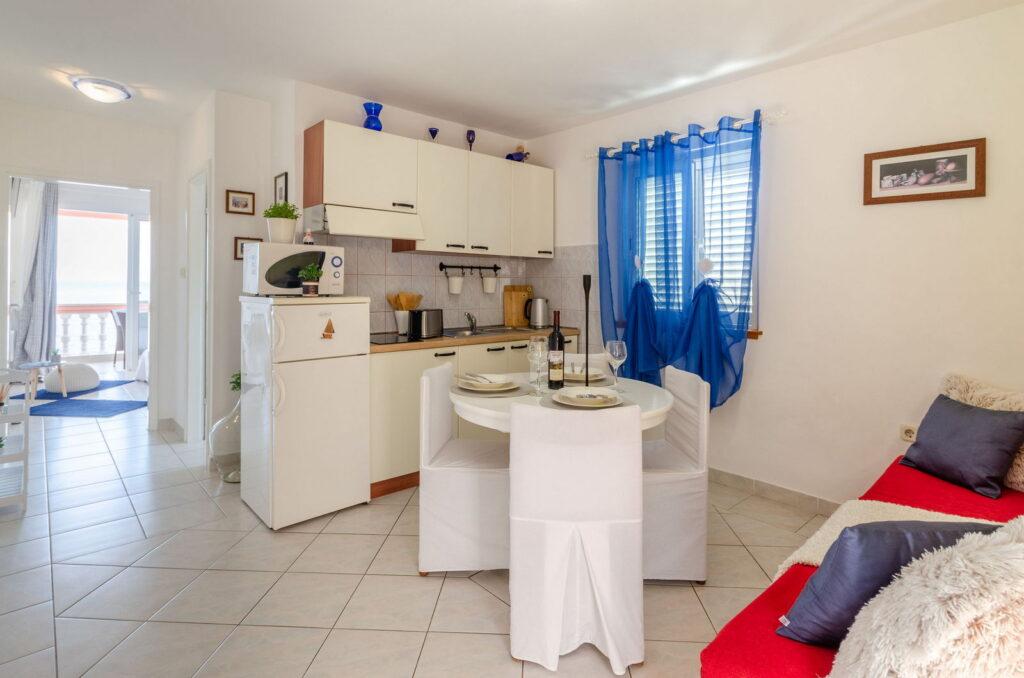 summeronkorcula apartment gariful kitchen dining area 09 2020 pic 01 1024x678