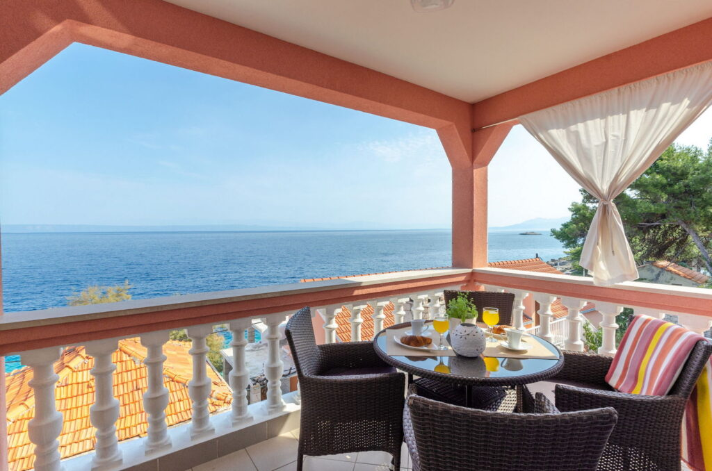 summeronkorcula apartment gariful terrace 09 2020 pic 01 1024x678
