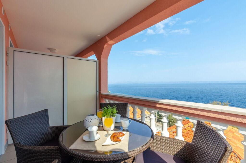 summeronkorcula apartment gariful terrace 09 2020 pic 02 1024x678