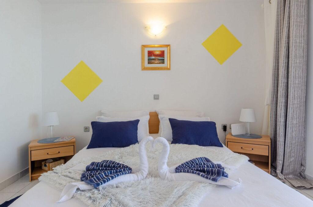 summeronkorcula apartment mimoza bedroom 09 2020 pic 03 1024x678