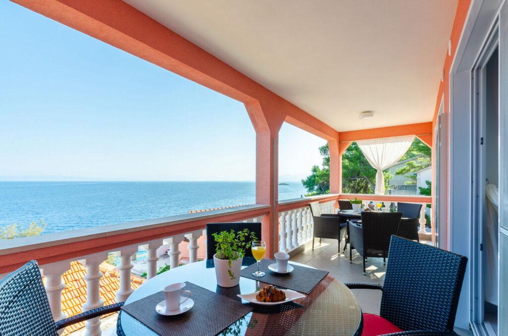 summeronkorcula apartment mimoza terrace 09 2019 pic 01 1 1024x678