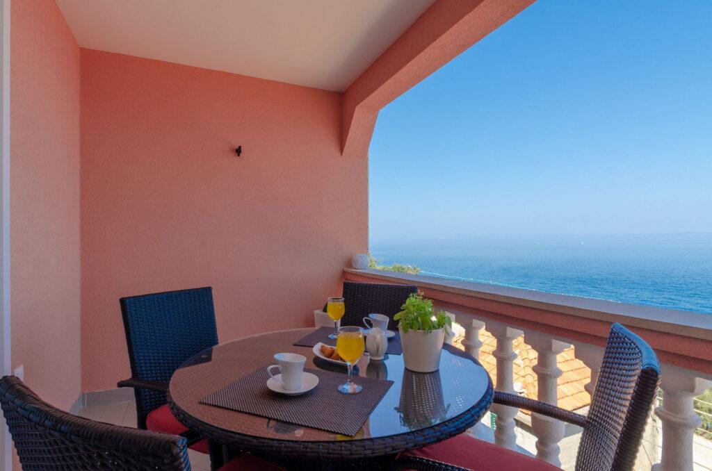 summeronkorcula apartment mimoza terrace 09 2020 pic 04 1024x678
