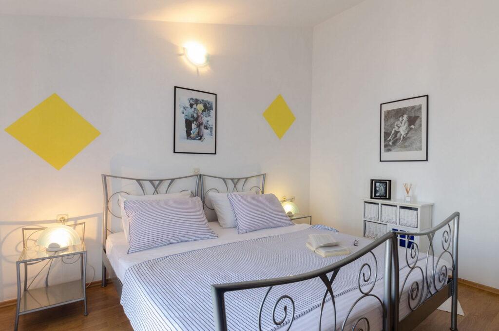 summeronkorcula apartment ruzmarin bedroom1 09 2020 pic 04 1024x678