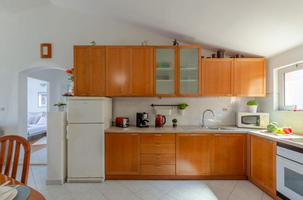 summeronkorcula apartment ruzmarin kitchen 09 2020 pic 01 1024x678