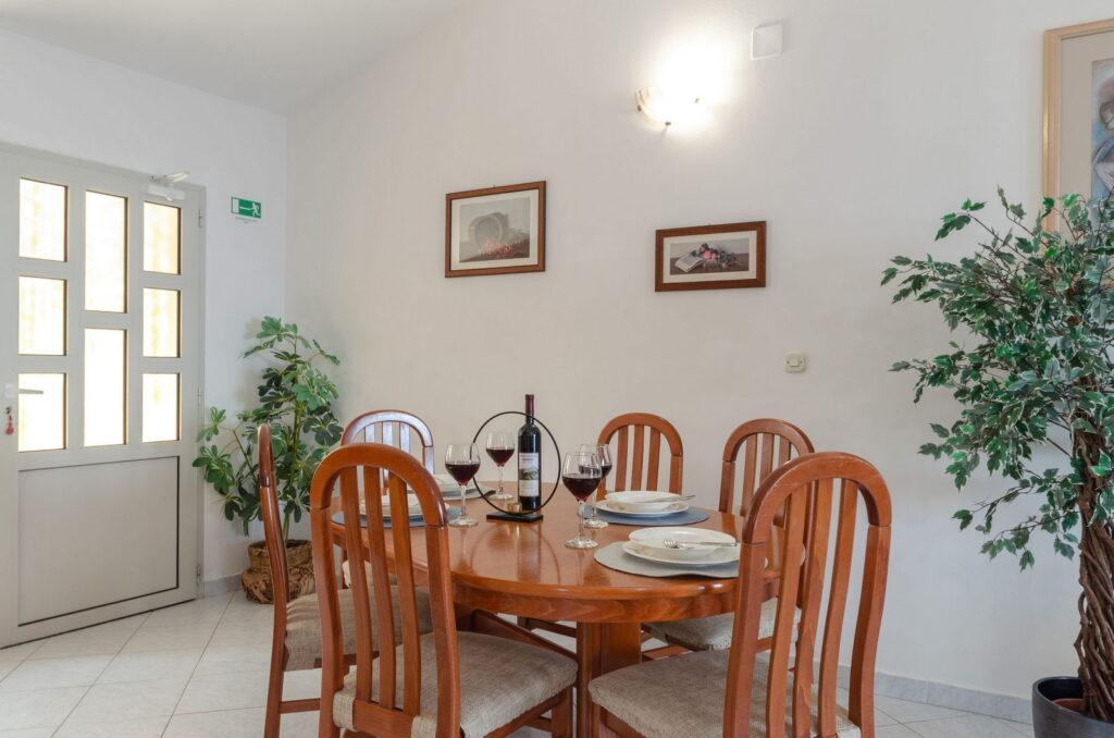 summeronkorcula apartment ruzmarin kitchen 09 2020 pic 04 1024x678