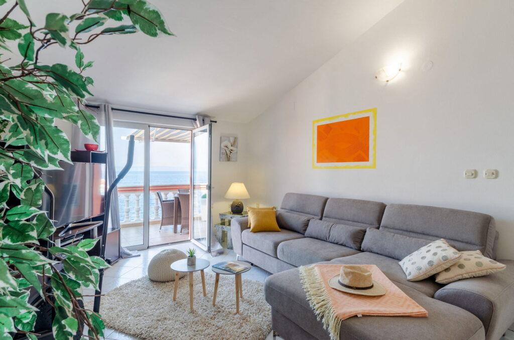 summeronkorcula apartment ruzmarin livingroom 09 2020 pic 01 1024x678