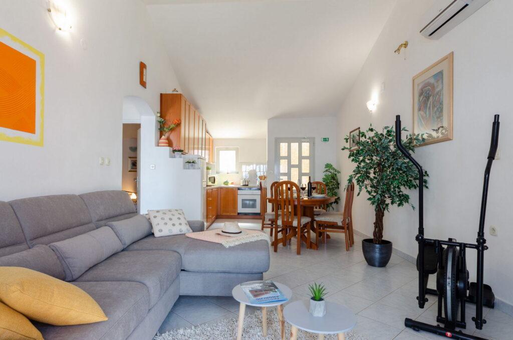 summeronkorcula apartment ruzmarin livingroom 09 2020 pic 04 1024x678