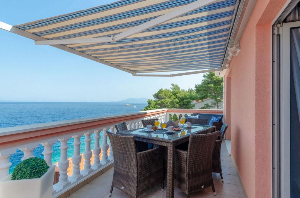 summeronkorcula apartment ruzmarin terrace 09 2020 pic 01 1024x678