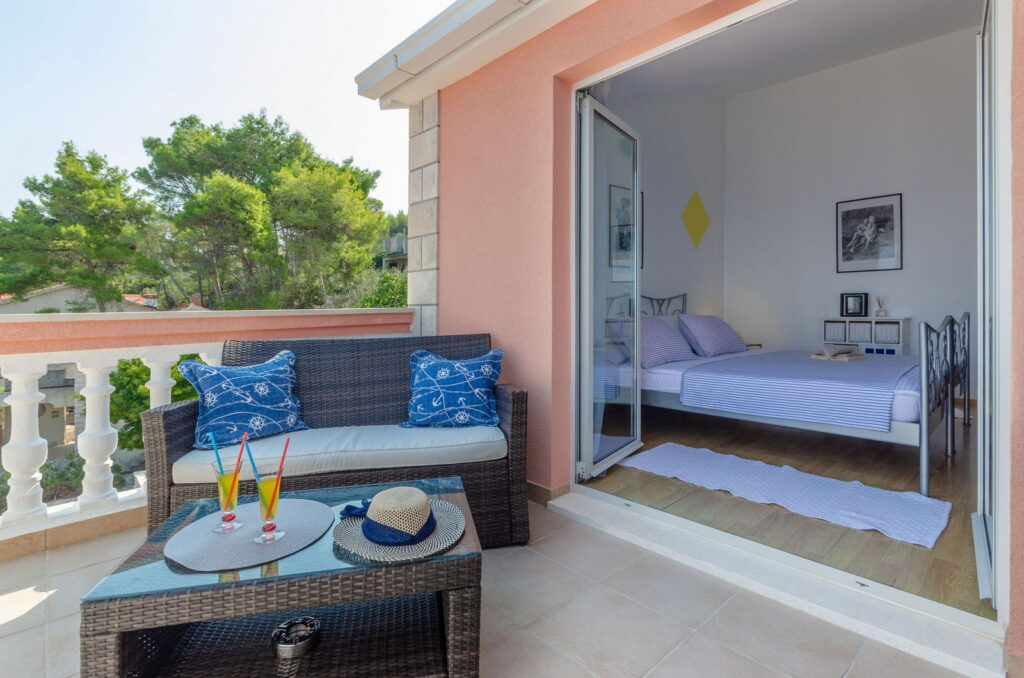 summeronkorcula apartment ruzmarin terrace 09 2020 pic 18 1024x678